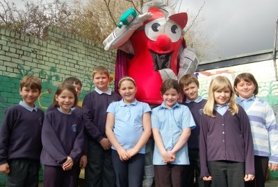 Dan Can visits pupils at Pontymoile Primary School