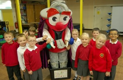 Pupils at Coed Eva Infants School put Dan into their black recycling box